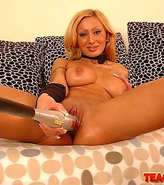 Busty blonde Trisha in fisting act with speculum